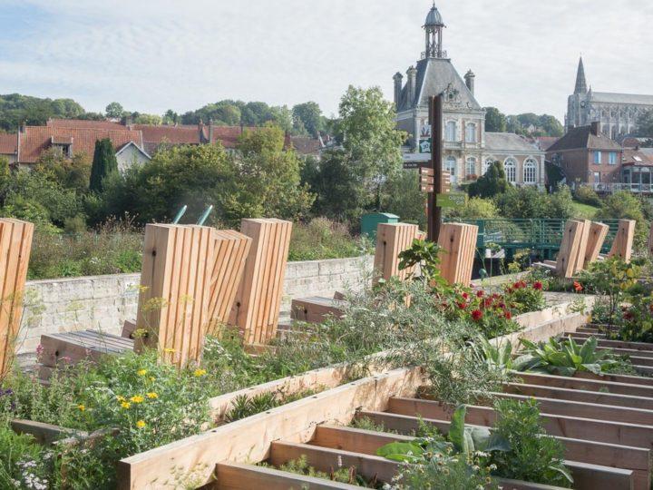 <em>Le jardin destock</em> > Wagon Landscaping, 2018